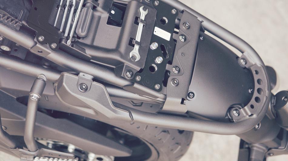 Seven Fifty en cassoulet racer 2016-Yamaha-XSR700-EU-Forest-Green-Detail-018